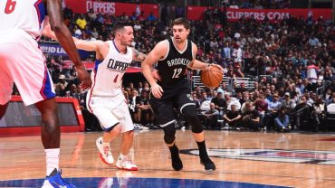 LOS ANGELES, CA - NOVEMBER 14:  Joe Harris #12 of the Brooklyn Nets handles the ball against the Los Angeles Clippers on November 14, 2016 at STAPLES Center in Los Angeles, California. NOTE TO USER: User expressly acknowledges and agrees that, by downloading and/or using this Photograph, user is consenting to the terms and conditions of the Getty Images License Agreement. Mandatory Copyright Notice: Copyright 2016 NBAE (Photo by Andrew D. Bernstein/NBAE via Getty Images)